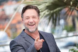 Russell Crowe has 'Art of Divorce' auction, in which he'll auction off...