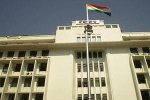 35 people from Maha threaten to commit suicide outside Mantralaya;...
