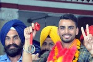 Arpinder Singh won the triple jump at the Federation Cup with a best of 16.61m, just better than the Commonwealth Games  qualifying distance of 16.60m.