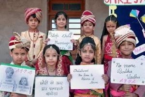 School children take part in an awareness campaign to stop child marriages during Akshaya Tritiya, Bikaner, Rajasthan, 2016