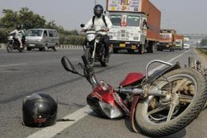 A 22-year-old man was killed in a hit-and-run accident on the Western Express highway in Mumbai.