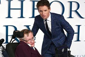 Eddie Redmayne played Stephen Hawking in The Theory of Everything.