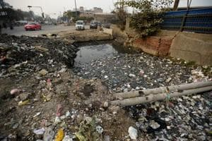 Noida to fine those dumping waste in drains