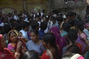 Locals held several protests in Khoda on Tuesday, demanding the immediate closure of illegal liquor shops in Ghaziabad.