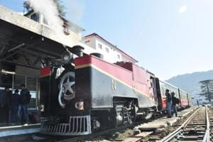 113-yr-old steam engine attracts tourists on Shimla-Kalka track