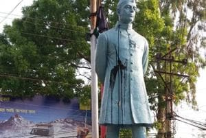 Attempts to vandalise Nehru's statue in Bengal district