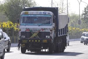 Noida: Drivers abandon overloaded trucks, retrieve these later to...
