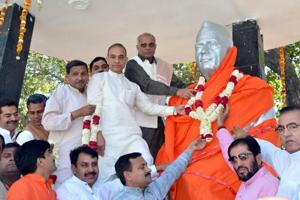 RLD objects to Charan Singh's statue being wrapped in saffron cloth