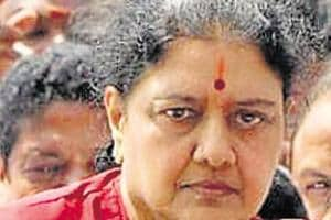 Sasikala gets 15-day parole, leaves for Thanjavur to attend husband's...