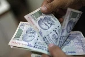 Pan shop owner from Mumbai buys 'American dollars', duped of Rs1.95...