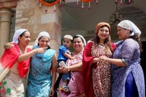 On Navroz, President, PM greet Parsi community