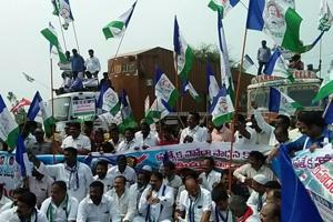 Opposition blocks Andhra highways to push for special status demand