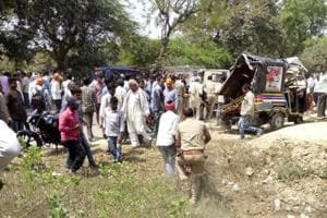 10 dead, five injured in road mishap in UP's Pratapgarh