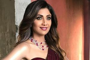 For her appearance on Super Dancers 2, actor Shilpa Shetty wore a sparkling burgundy gown from designer Manish Malhotra.