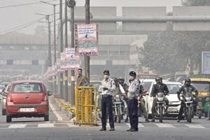 Only 3 female traffic cops in Delhi, no woman fined for drink driving