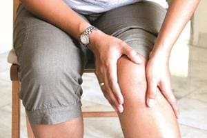 Osteoarthritis can cause knee joints to become weak and bent, giving one's leg bow-shaped appearance.