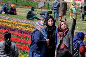 Asia's largest tulip garden in Srinagar thrown open to visitors