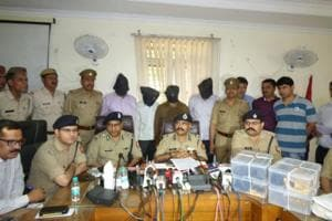 Ghaziabad police on Thursday arrested four people, including two assistant sub-inspectors of Delhi Police, for allegedly looting 9kg gold from employees of a Mumbai-based gold company