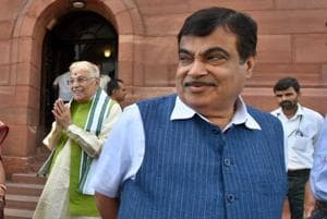 Soon automakers to deliver cars fitted with number plates: Gadkari