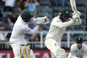Quinton de Kock creates a 'buzz' with this odd missed stumping - Watch...