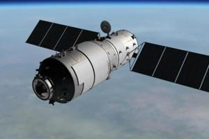 China's 'out of control' spacelab plunges back to Earth, breaks up...