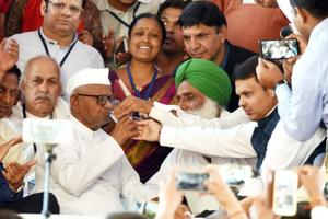 Social activist Anna Hazare ends his fast after talks with Maharashtra chief minister Devendra Fadnavis, Ramlila Maidan, New Delhi, March 29