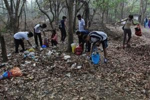 Thane residents come together to organise first-of-its-kind plogging...