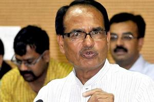 Shivraj Chouhan tries to pacify protesters as six die in Bharat Bandh...