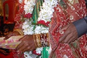 Seeing her mother's condition deteriorating rapidly, the girl had requested to advance  the wedding.