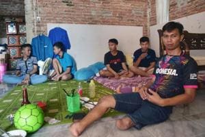 Photos: Born without feet, Indonesian goalkeeper Eman Sulaeman kicks...