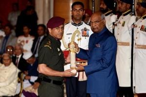 MS Dhoni, Pankaj Advani receive Padma Bhushan awards