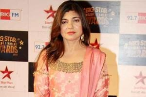 Alka Yagnik sang the original song, Ek Do Teen, which was picturised on Madhuri Dixit.