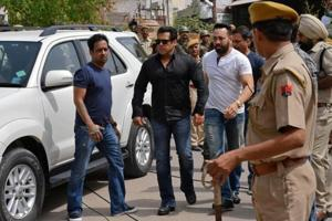 Bollywood actor Salman Khan (2nd L) arrives at a court in Jodhpur in Rajasthan on April 5, 2018.