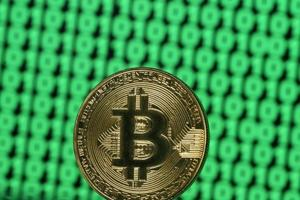 RBI asks banks, NBFCs not to trade in bitcoins and virtual currencies