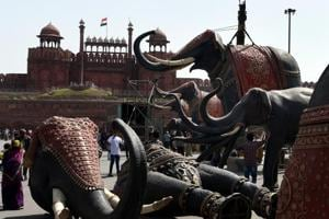 Workers dismantle elephant sculptures placed outside Red fort after BJP