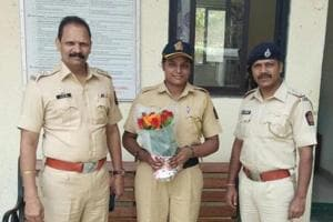 Woman constable chases mobile thief in Mumbai, recovers five phones...