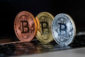 Does bitcoin comply with Islam? Traders using gold-backed...