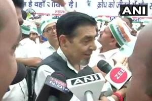 Jagdish Tytler, Sajjan Kumar asked to leave protest site, Congress...