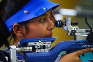 Mehuli Ghosh takes aim during the women