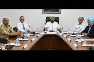 CM Capt Amarinder Singh (C) with (from left) DGP Suresh Arora, chief secretary Karan Avtar Singh, chief principal secretary Suresh Kumar and home secretary NS Kalsi at a meeting of the police top brass at the state secretariat in Chandigarh on Wednesday.