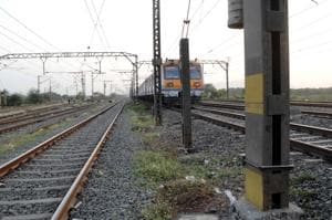 A 30-year-old died after falling off from the over crowded local from Dombivli. The incident took place between Diva and Kopar stations during morning peak hours on Wednesday.