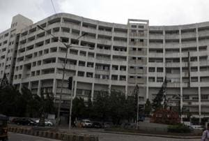Three more Mumbai colleges bar students from exams over low...
