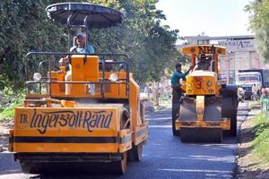 Centre looks to build 45km of roads per day