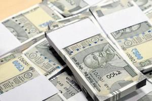 Three scooterists loot Rs 6.5 lakh from Gopal Sweets owner in...
