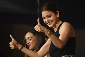 When Anushka Sharma wants to cheer for Virat Kohli but has to shoot...