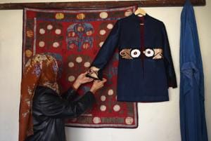 Photos: Afghan artisans pit traditional textiles against Chinese...