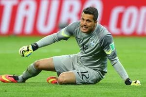 Former Brazil goalkeeper Julio Cesar retires at Flamengo