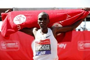 Eliud Kipchoge wins 3rd London Marathon as Mo Farah breaks British...