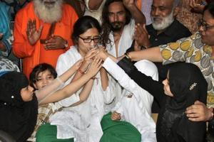 DCW chief Swati Maliwal ends fast, terms ordinance a 'historic'...