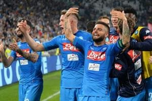 Napoli reignite Serie A title race with last-gasp win over Juventus